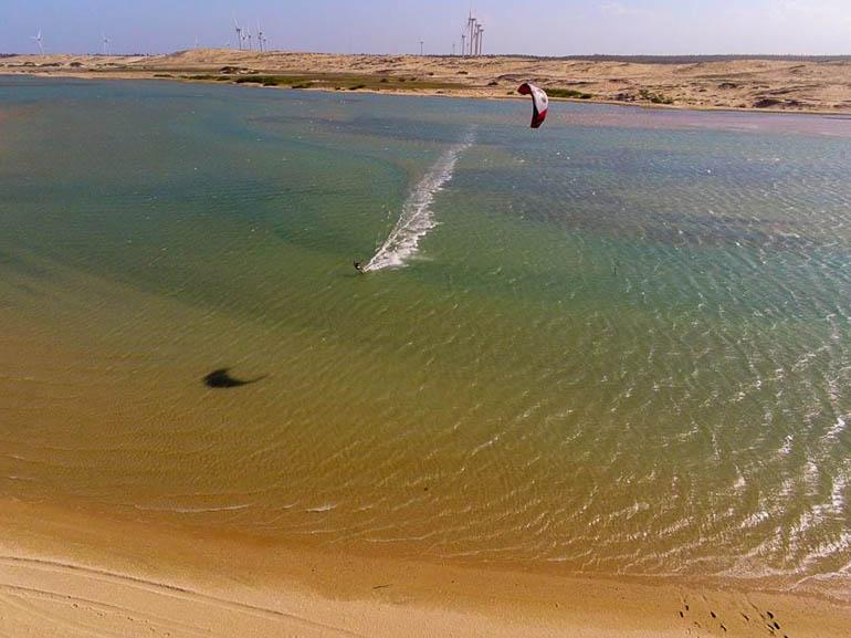 Eau jusqu'à la taille, l'idéal pour le kite
