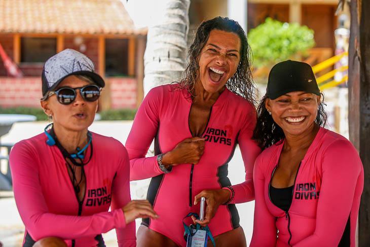 Lachende Teilnehmerinnen des Iron Divas Kite-Event