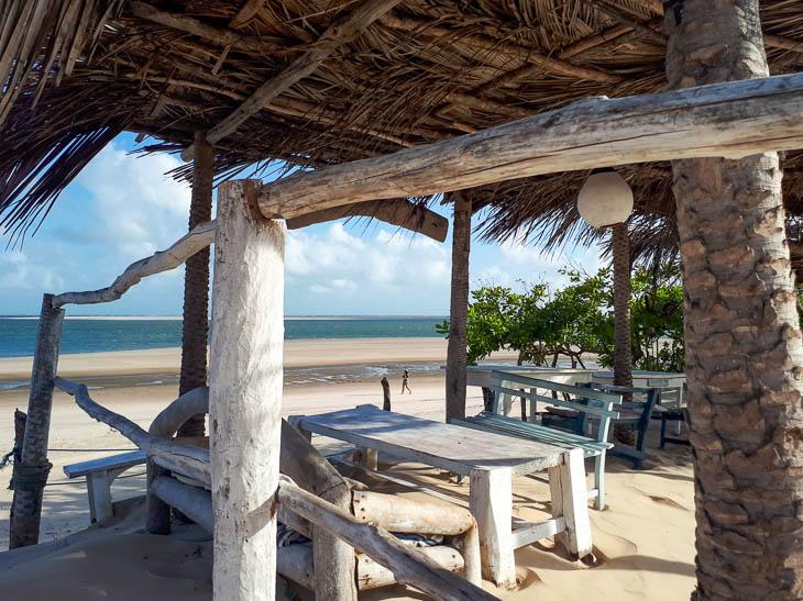 Überdache Strandbar